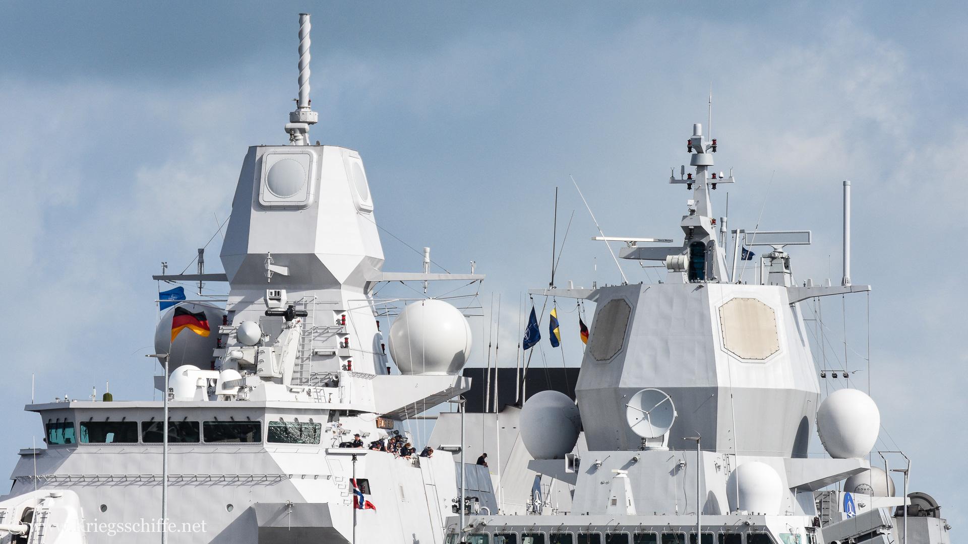 links 'APAR', rechts das amerikanische 'SPY-1F' Radar
